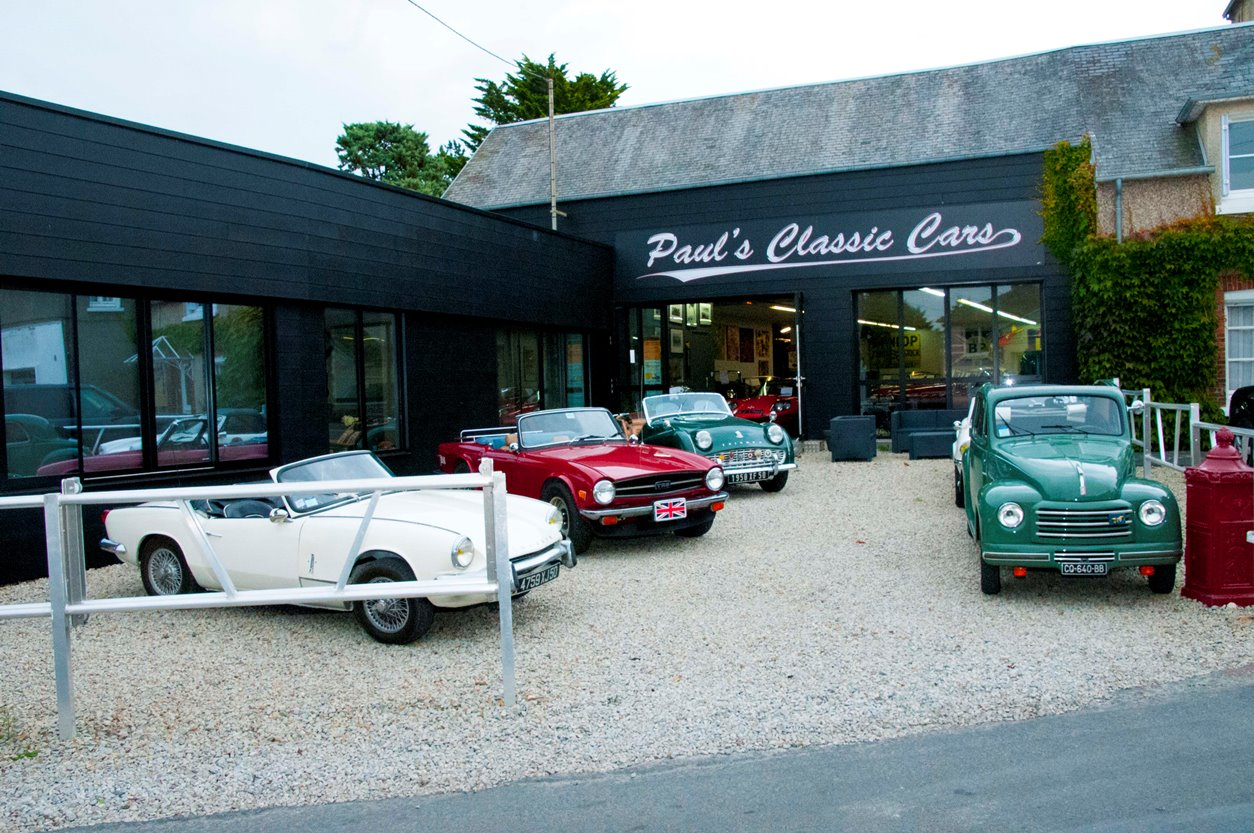 Paul's Classic Cars - Showroom